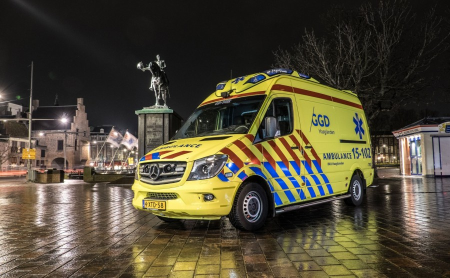 Ambulance GGD Haaglanden bij Hofvijver